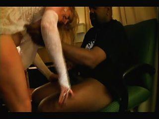 검은 색 연인과 금발의 백인 신부 집에서 만든 interracial cuckold