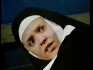 고전적인 독일 포르노 8 수녀 환상