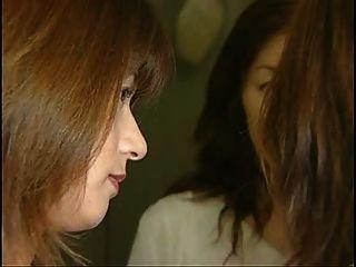 최고의 3 일본 여자 혀 키스 섹스 장면