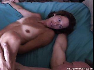 매우 섹시한 성숙한 베이비 셰리는 섹스를 좋아합니다.