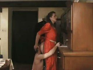 아이리스 폰 건초의 얼굴 fot 노예 그녀의 방귀