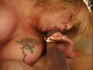 뜨거운 busty 금발 bbw milf cougar