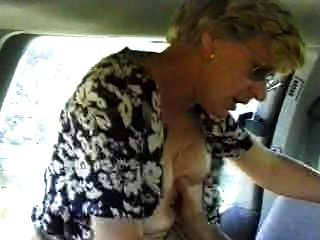 아내가 자동차 남편에 좆되어 촬영 중이다.