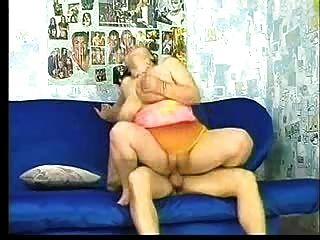 큰 뚱뚱한 통통한 유부녀가 망하게된다.