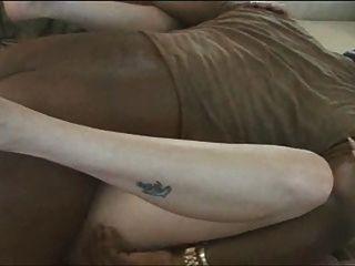 평범한 백인 아내가 검은 색 정액을 낳는다.