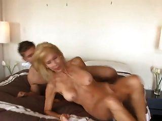 성숙한 쿠거 유혹 어린 소년 cireman