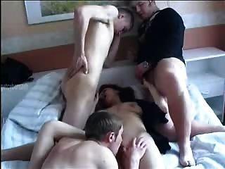 러시아 엄마와 소년들