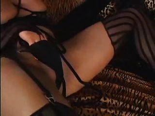섹시한 금발의 시녀가 거대한 부하 RM을 쏜다.