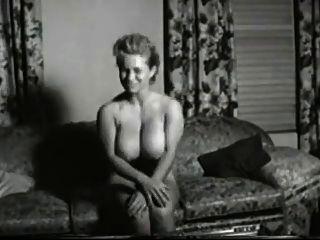 뜨거운 큰 가슴 금발의 빈티지 포르노 클립