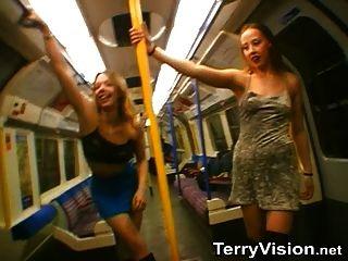 런던 지하철 부분 1에서 깜박임