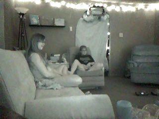 숨겨진 레즈비언이 자위하고 서로 놀아 라.