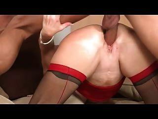 빨간색과 검은 색 스타킹 섹스에 성숙 금발