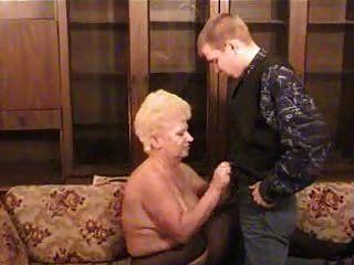 러시아의 할머니와 소년
