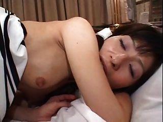 조그마한 일본인 성숙한 사람이 무언가 (무수정)