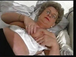 뚱뚱한 늙은 할머니 스트립과 다시 연주