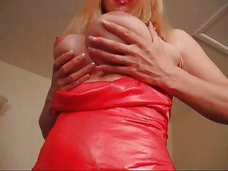 f60 큰 가슴 빨간 드레스 레이디