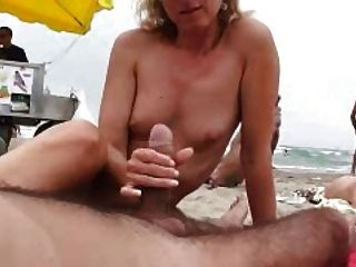 naomi1 해변에서의 footjob과 손놀림