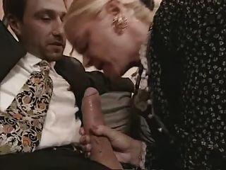 할머니와 스타킹을 입은 씨발