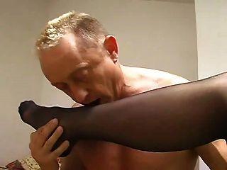 인간의 재떨이 뱉어 femnic 나일론 발 숭배 엉덩이 핥기
