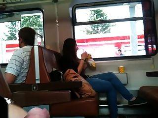 정액으로 깜박 거리며 하루 종일 기차를 훈련시키다.