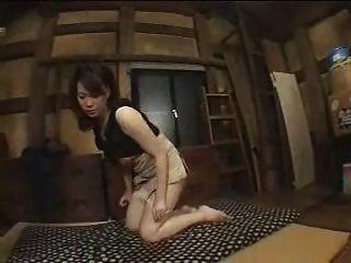 결혼 한 일본 여자를 이용한다.