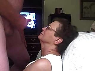 할머니 얼굴을 가져옵니다.
