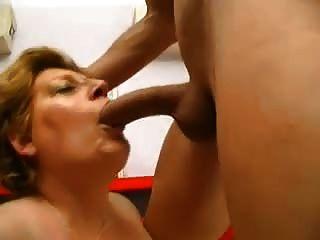 젊은 적합 창자는 섹시한 bbw 할머니 섹스