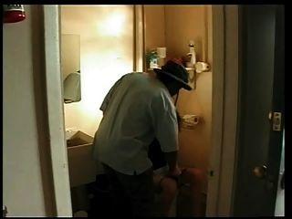 주유소에있는 흑인이 좆 한 아내.