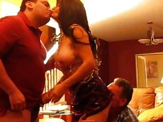 진짜 매춘부 부인은 오만하고 더 좋아한다.