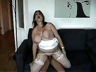 그녀가 망할 때 떨리는 거대한 가슴