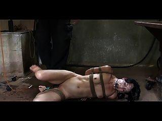 bdsm 노예 elise 무덤 관장기 처벌 및 야외