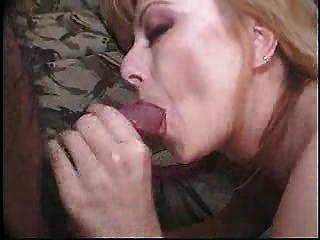 성숙한 여인 통통한 성숙한 여인은 진짜 섹스를 발견한다.
