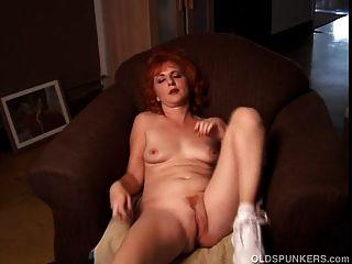 화려한 생강 퓨마 회담 더러운 그녀의 젖은 음부 섹스