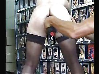 그녀의 엉덩이에 큰 장난감