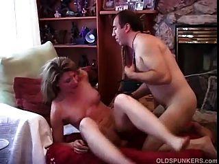 매우 섹시한 성숙한 아마추어는 씨발 사랑한다.