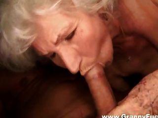 뜨거운 할머니 빨아 먹는 거시기 편집 1