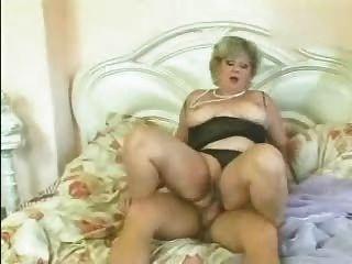금발의 할머니가 망했어.