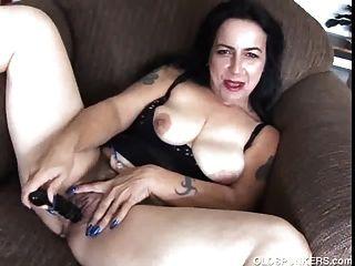 그녀가 cums 때까지 성숙한 아마추어 frigs 그녀의 육즙이 음부