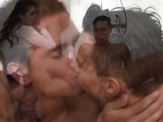 양성애자 샤워 파티 1