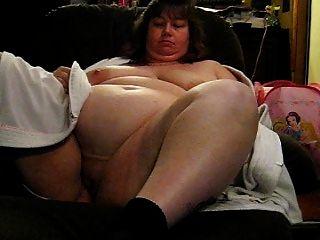그녀의 거대한 가슴과 성기를 과시 한 완다