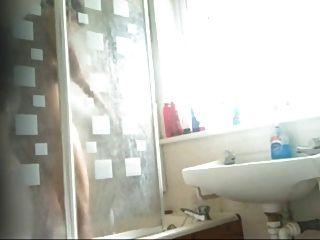 스마트 인도 사춘기 소녀 목욕 클립 숨겨진 된 cam에 의해 발견