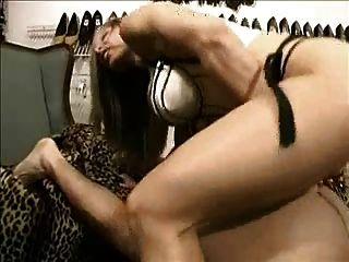 가슴 근육 베이비 스트랩 착용