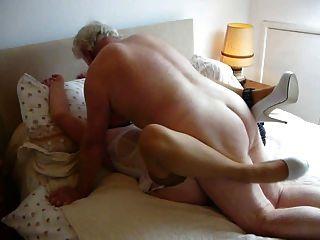 내 주인님, 내 아내가, 그녀의 오르가즘과 젖지.