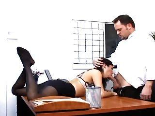 섹시한 양말에있는 busty 비서와 가진 사무실 성