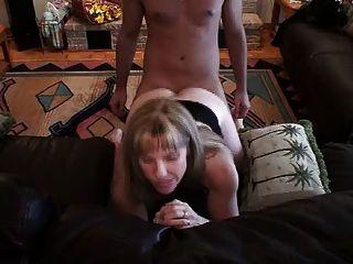 hotwife 캐롤 그녀의 엉덩이에 젊은 거시기 걸립니다