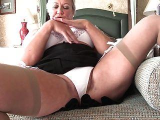 자신과 놀고 섹시한 영국 여자