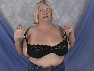 거대한 가슴을 가진 bbw 할머니 포즈