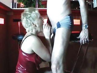 친구와 섹스하는 뜨거운 엄마