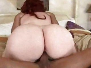 달콤한 빨간 머리 bbw 그녀의 다육 질의 여자가 2 파운드