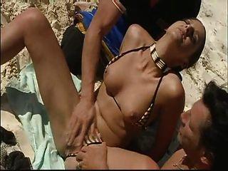 여름 해변 이중 침투 재미!들어 갔어!읽기 속도 댓글을보세요!